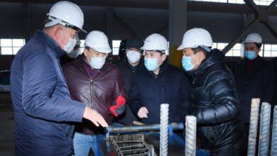 Photo of Шымкент әкімі темір-бетон бұйымдарын өндіретін кәсіпорын жағдайымен танысты